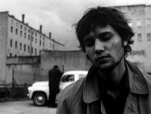 """Krzysztof Siwczyk grający tytułowego bohatera w filmie """"Wojaczek"""" (1999)"""