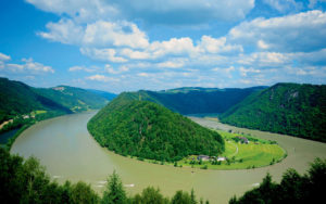 Zdjęcie z wyprawy rowerowej wzdłuż Dunaju. O tej i wielu innych eska[padach możecie poczytać na stronie magazynu Grands Reportages.